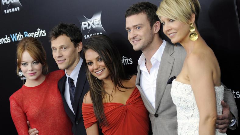 Reżyser Will Gluck i jego aktorzy: Emma Stone, Mila Kunis, Justin Timberlake oraz Jenna Elfman