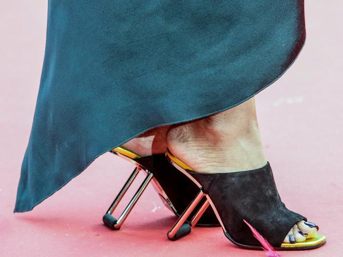 Nosila je OVO na nogama i nema ko se nije čudio: Zbog njene obuće niko nema pravo da se žali na štikle