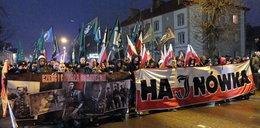 Marsz narodowców w Hajnówce. Zobacz relację na żywo!