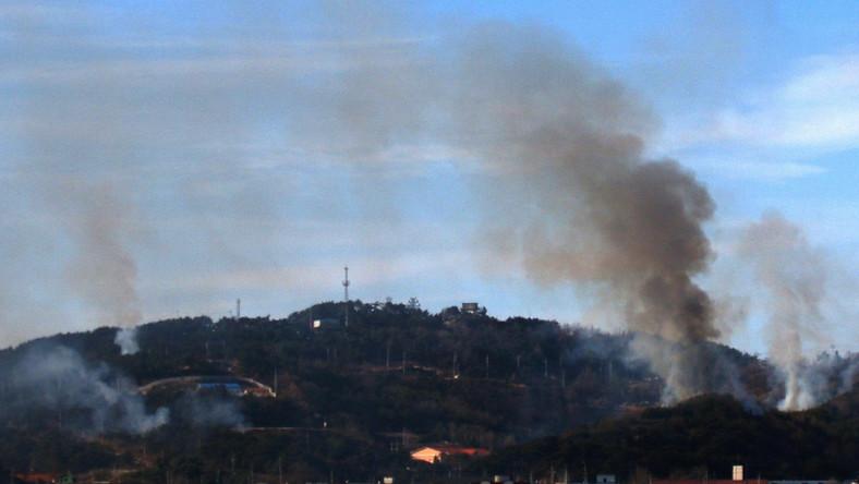 Gęsty dym po ataku na południowokoreańską wyspę Yeonpyeong