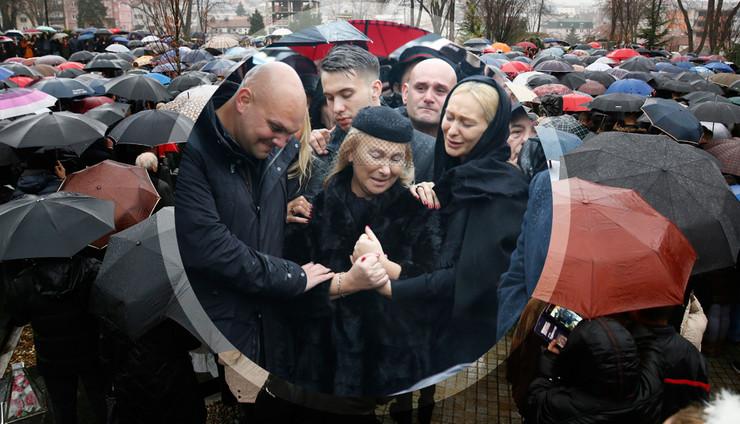 POTRESNE FOTOGRAFIJE SA SAHRANE Bol i tuga za Šabanom Šaulićem razdiru dušu