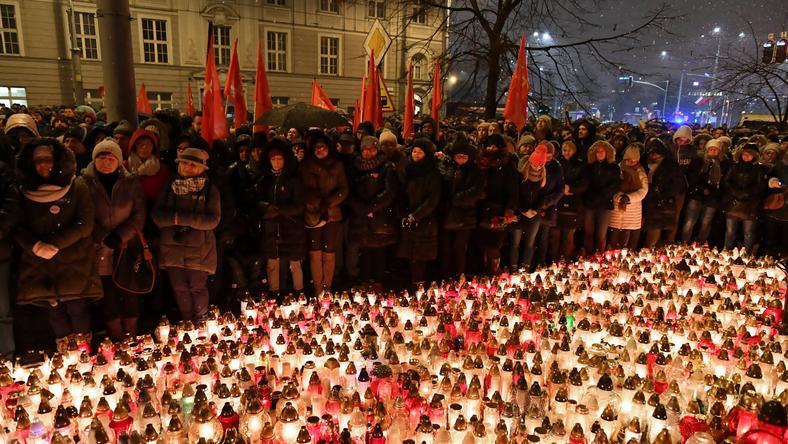 Zgromadzenie przed Urzędem Miasta w Gdańsku
