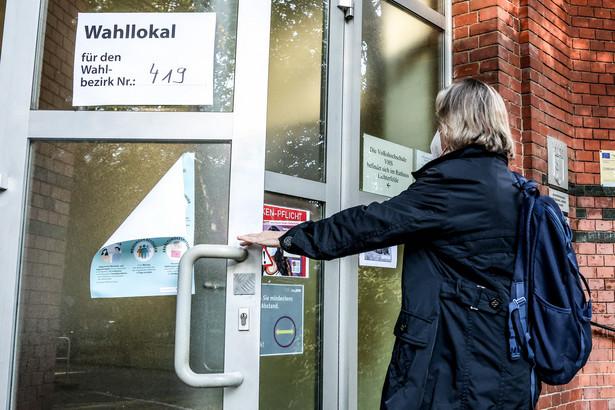 W Hamburgu do godz. 11 blisko połowa uprawnionych oddała swój głos.