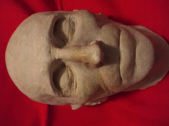 Posmrtna maska Nikole Tesle