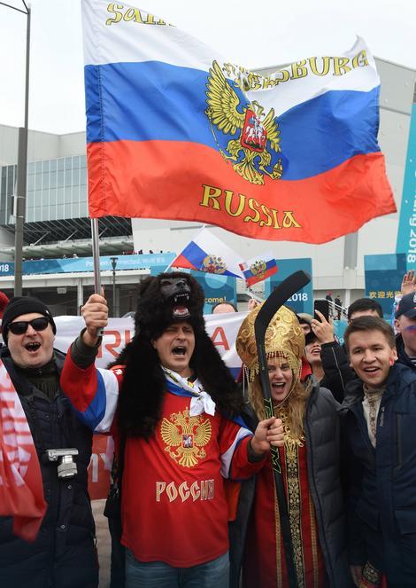 Rusi su hokejaški trijumf slavili i ispred dvorane