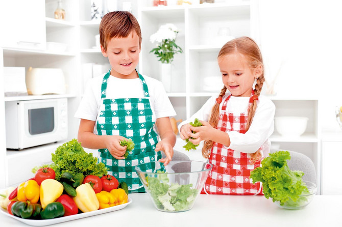 22467_stock-photo-kids-in-the-kitchen-preparing-salad-chopping-lettuce-shutterstock_85954645