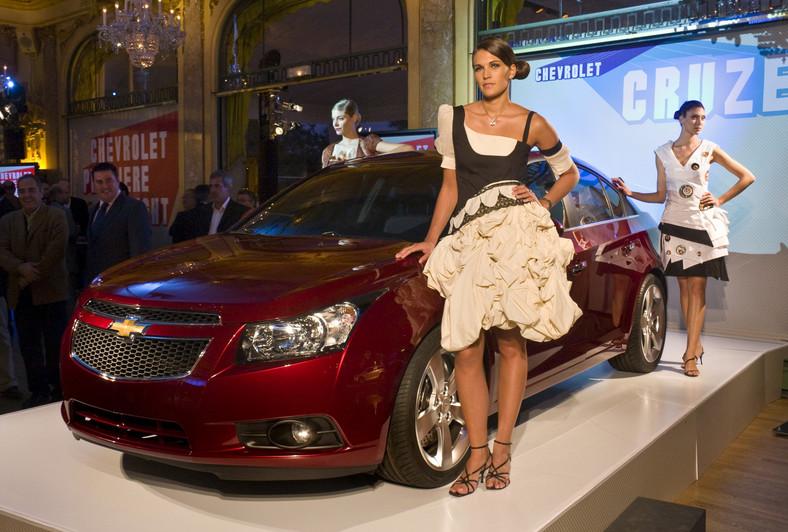 Dziewczyny i Chevrolety prosto z Paryża