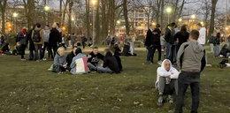 Trzecia fala pandemii krąży nad Polską, a we wrocławskich parkach i bulwarach imprezują tłumy! Epidemiolog w szoku