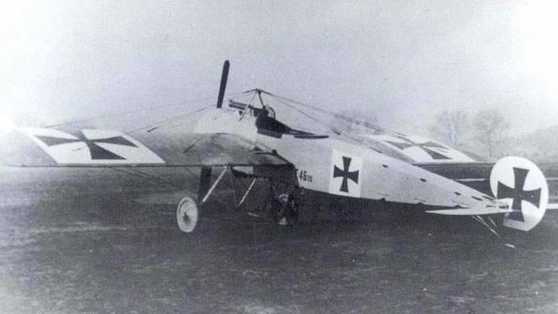 Fokker E.I to maszyna powstała na bazie niemieckiego samolotu zwiadowczego Fokker M.5