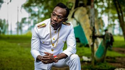 How does Okyeame Kwame stay relevant with his music from 1997?