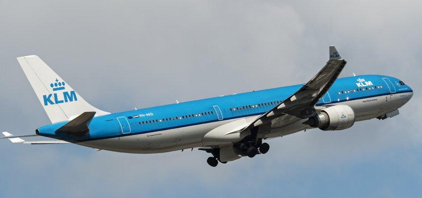 Kobieta zaczęła rodzić na pokładzie samolotu. Wśród pasażerów był lekarz