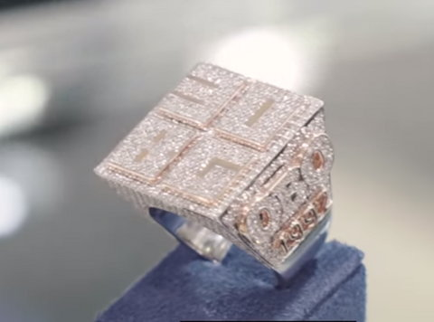 Davido has ordered for his favourite expensive jelwer, Zaheer of Icebox to make the championship ring for 7 members of his 30BG. [YouTube/Icebox]