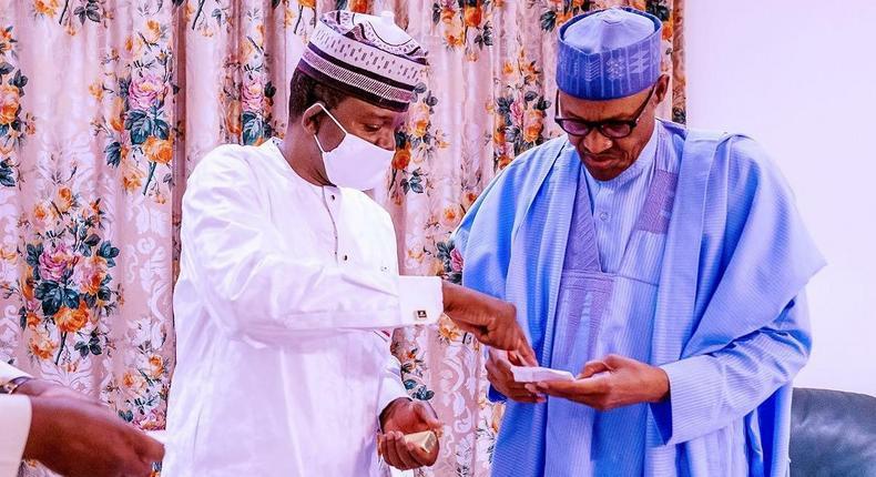 Governor Bello Matawalle (left) with President Muhammadu Buhari (right) [Twitter/BashirAhmaad]