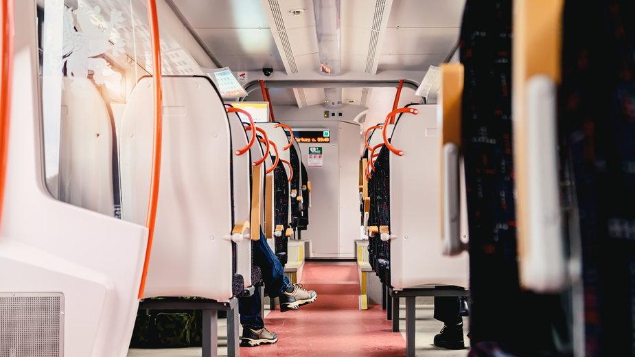 Koronawirus w pociągach z Warszawy Centralnej. Sanepid szuka pasażerów