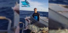 Rybak złapał rekina, coś większego skusiło się na poczęstunek