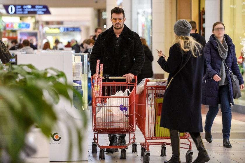 Mikołaj Krawczyk i Sylwia Juszczak na zakupach