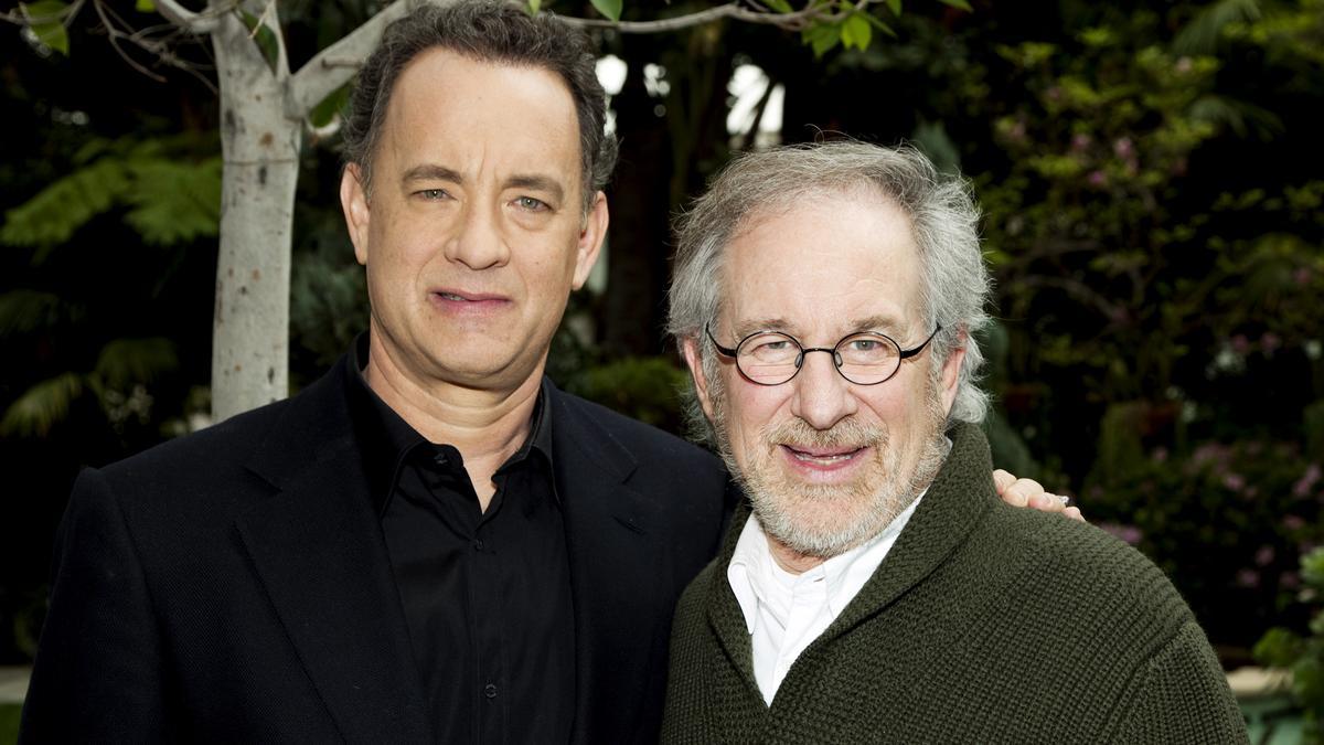 Újra együtt a két legenda: 10 év után újra háborús sorozatot készít Tom Hanks és Steven Spielberg