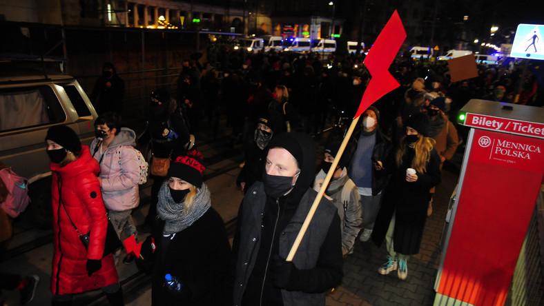 Strajk Kobiet w Warszawie 28 listopada 2020 r (67)