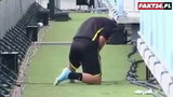 Piłkarska legenda narobiła w spodenki... w trakcie meczu!