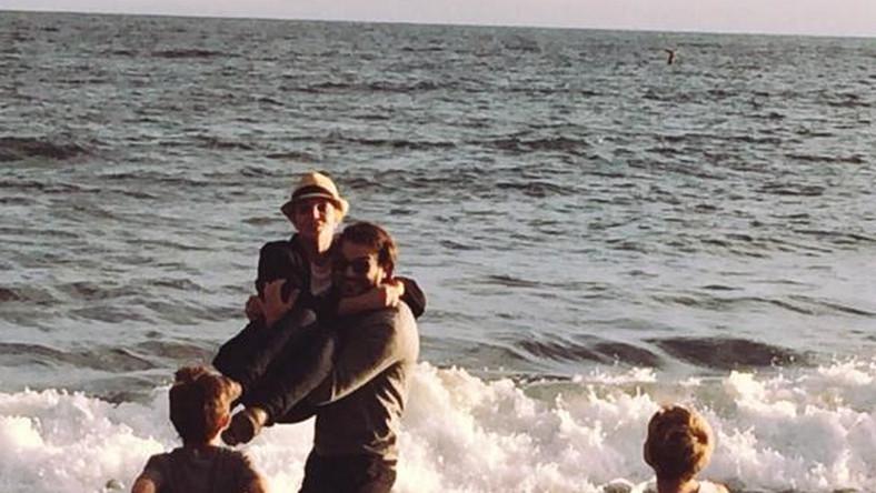 Britney Spears na plaży z chłopakiem i synami