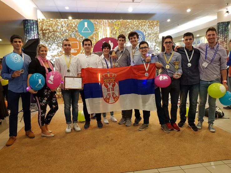 Đaci Matematičke gimnazije sa osvojenim medaljama