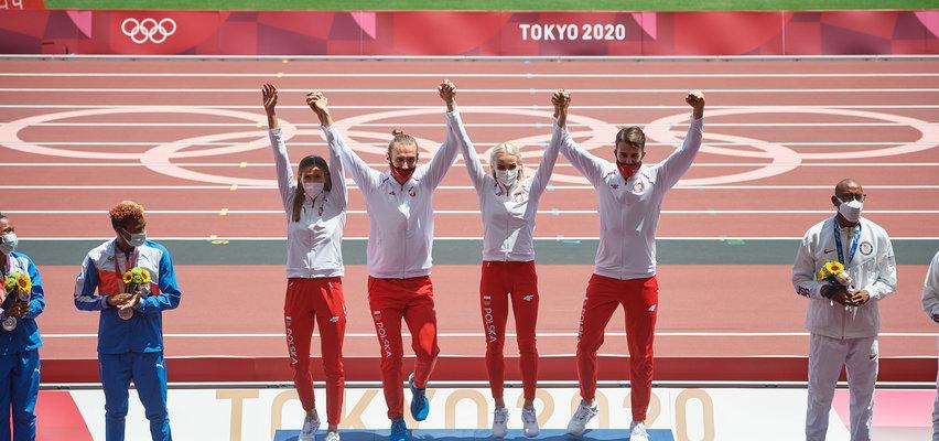 Polska sztafeta odebrała złote medale. Wzruszające chwile w Tokio. WIDEO
