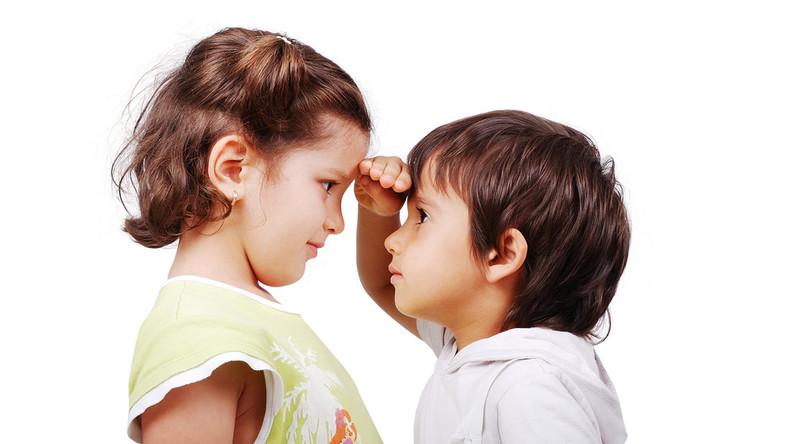 Czym może skutkować ciągłe porównywanie dzieci z innymi?