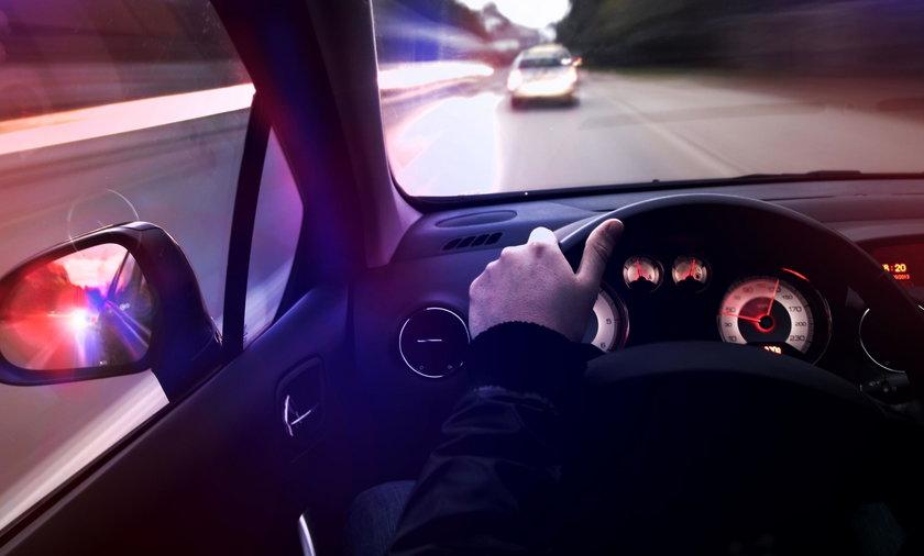 Polski kierowca napadnięty przez bandę obcokrajowców. Grozili nożem