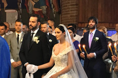 EKSKLUZIVNE FOTOGRAFIJE SA CRKVENOG VENČANJA Filip ne ispušta Aleksandrinu ruku, svi gledaju u detalj na Breninoj glavi (VIDEO)