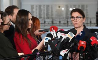 Mazurek: Obiecywane przez Schetynę 100 mld, to 'gruszki na wierzbie'