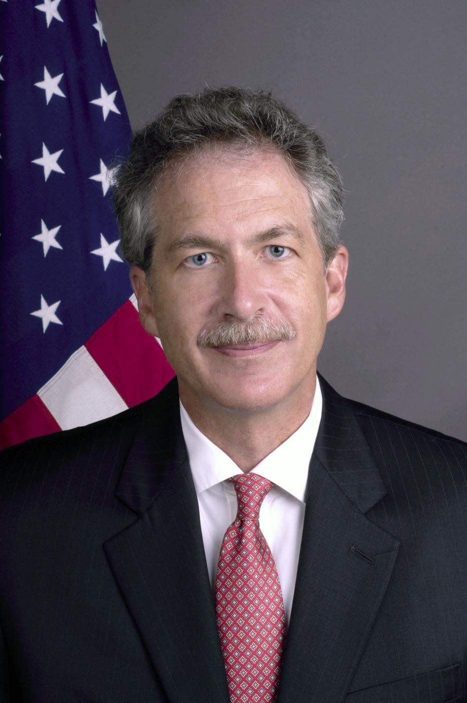 """William J. Burns bírálta Cornstein volt amerikai nagykövetet, amiért """"tökéletes partnernek"""" nevezte Orbánt / Fotó: Wikipedia"""