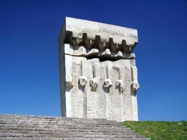 Pomnik Ofiar Faszyzmu Kraków Plaszow. Lowdown, CC BY-SA 3.0, via Wikimedia Commons
