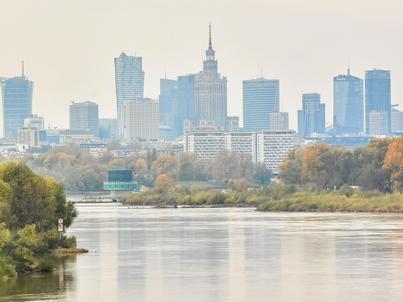 """W najnowszym badaniu """"Atrakcyjność inwestycyjna Polski"""" w oczach zagranicznych inwestorów zyskał nie tylko nasz kraj, ale i Warszawa"""
