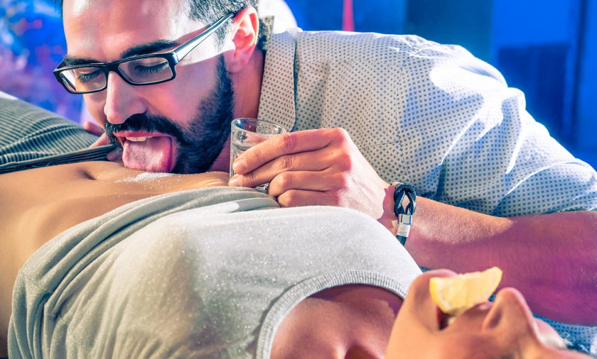 Śmiertelna bakteria na seks imprezie. Setki osób zagrożonych!