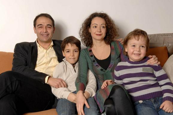 Vlada sa suprugom Dinom i sinovima Stefanom i Pavlom