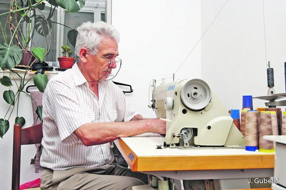 Šivenjem se bavi 52 godine: Milan Jovanović