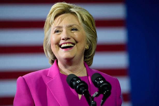 Byłą pierwszą damę kuszą korzystne sondaże, ale są one inspirowane przez zaplecze Donalda Trumpa, który sądzi, że po raz drugi też by ją pokonał.