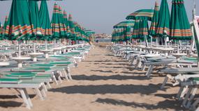 Włosi walczą z turystami, którzy nielegalnie rezerwują miejsca na plażach