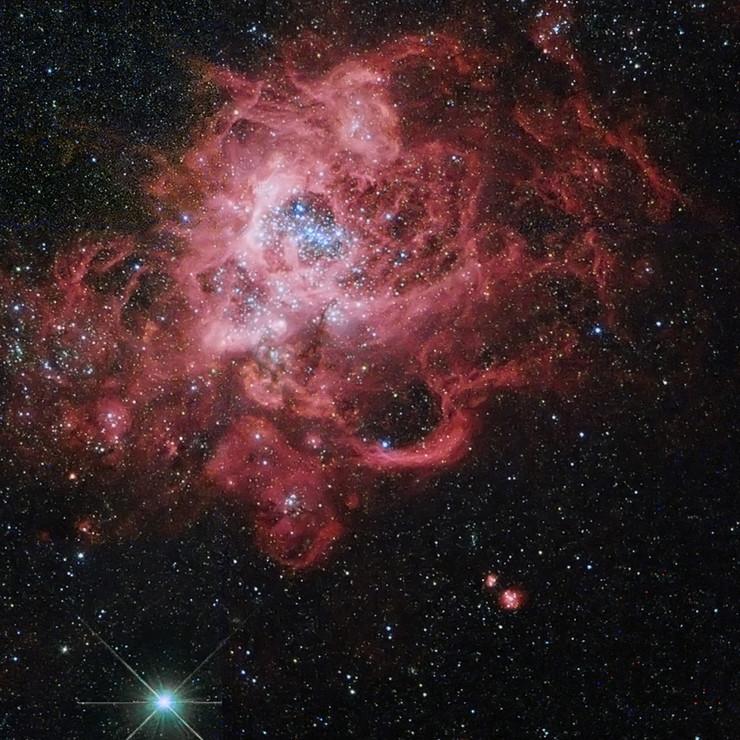 """Fotografije su zabeležene u proteklih 25 godina Ovo je jedna od prvih, zabeležena 1992. 2003: V838 Monocerotis 1998: NGC 4314 2005: Galaksija """"Vrtlog"""" (M51) 2006: Orion Nebula 2004: Helix Nebula 2007: NGC 602 2011: Interaktivne galaksije"""