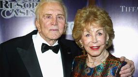 Przymykaj oko na niewierność męża, radzi żona Kirka Douglasa