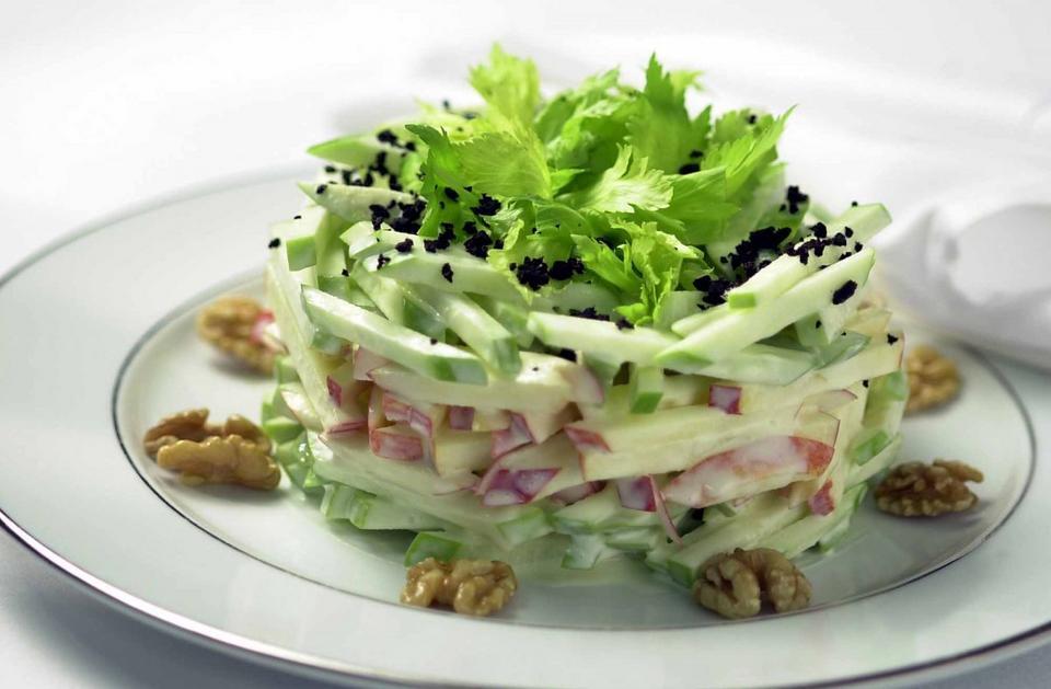 Tschirky stworzył m.in. słynną sałatkę Waldorfa, w której skład wchodzą jabłka, majonez, seler oraz orzechy włoskie. Jest do dziś serwowana w jednej z trzech restauracji, które znajdują się w hotelu.