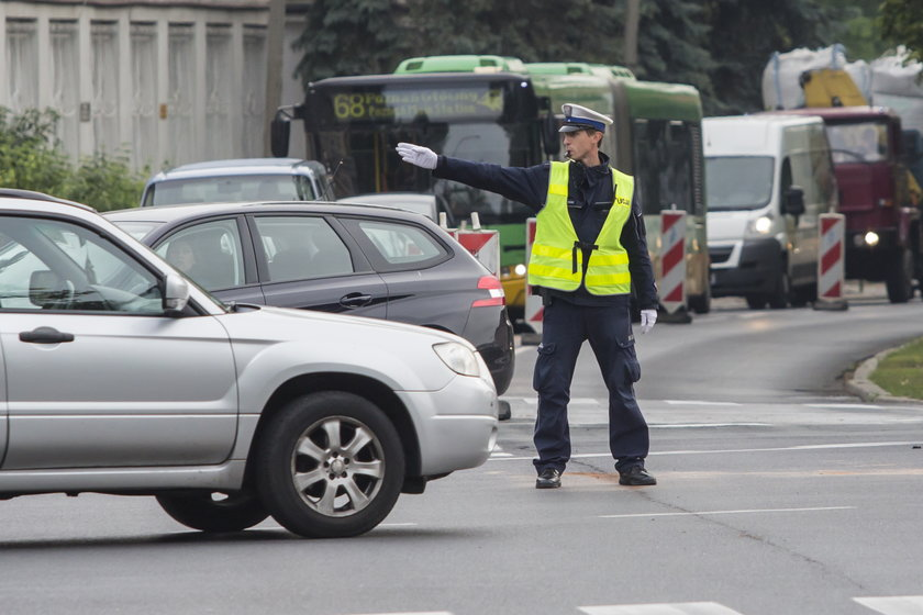 Policjant kierujący ruchem