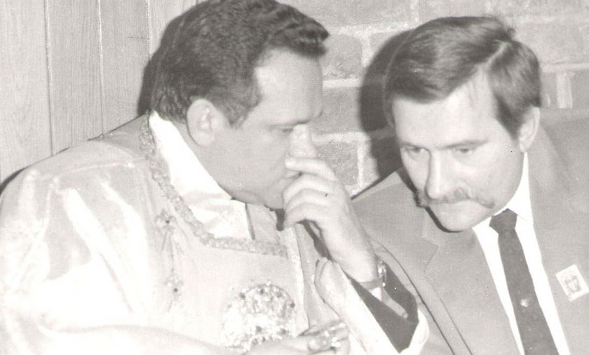 Archiwalne zdjęcia Lecha Wałęsy z prałatem Henrykiem Jankowskim i ks. Jerzym Popiełuszką