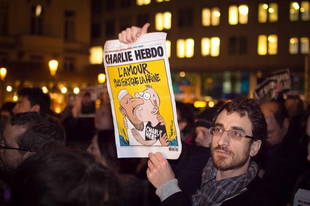 """7 stycznia 2015 roku nastąpił zamach terrorystyczny na redakcję satyrycznego tygodnika """"Charlie Hebdo"""", który opublikował karykatury Mahometa."""