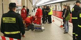 Wypadek w metrze. 60-latka wskoczyła pod pociąg