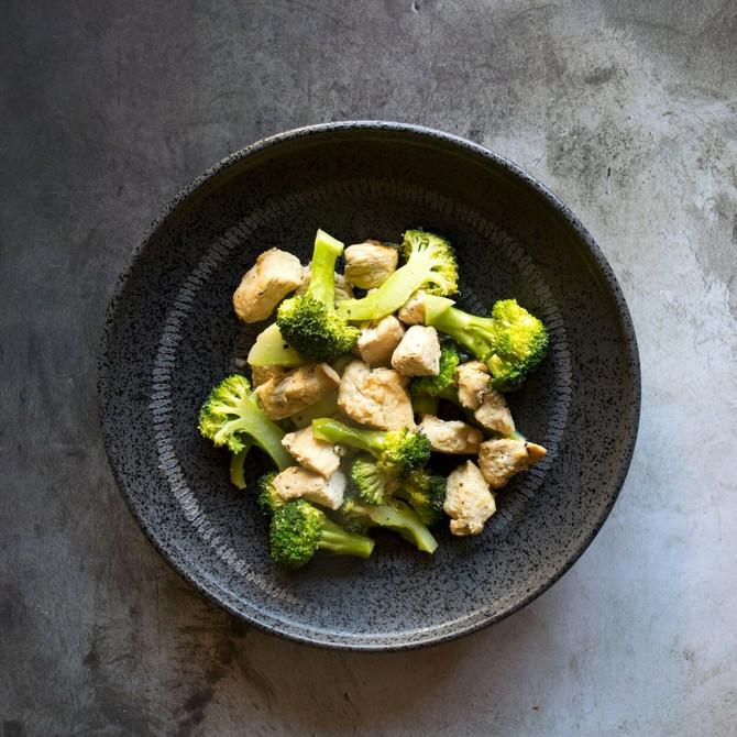 Piletina vam daje potrebne proteine, a brokoli skida višak od struka do bokova