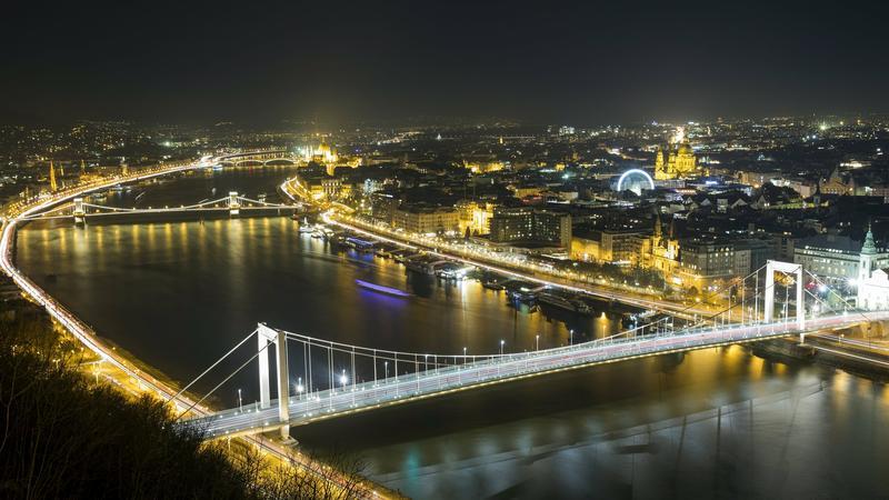 A Parlament és az Erzsébet híd között történt a baleset /Fotó: MTI - Mohai Balázs