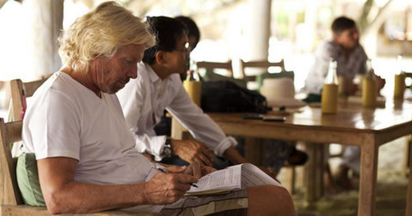 """Jedną z ulubionych książek Richarda Bransona jest """"Wiem, dlaczego ptak w klatce śpiewa"""""""