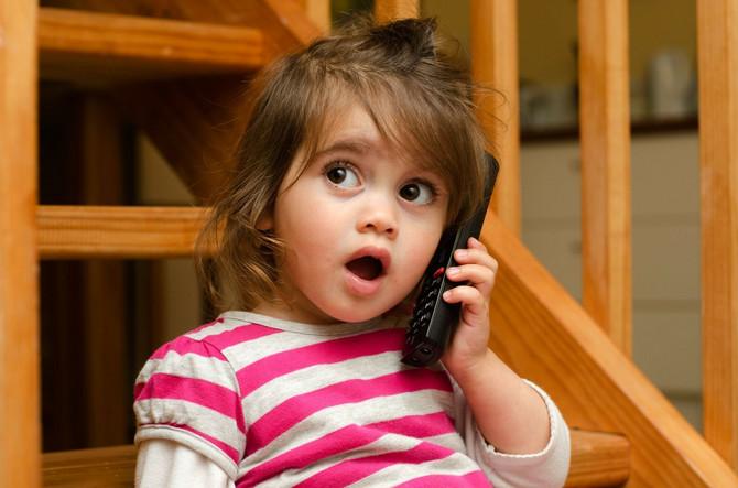 Ako dete samo ponavlja reč pre nego što dovrši rečenicu najverovatnije nije reč o mucanju