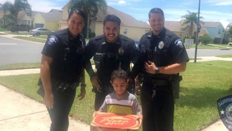 US: Hungry boy called police emergency number and they brought him pizza